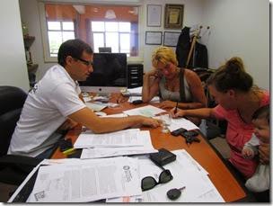 El intendente Juan Pablo de Jesús entregó un subsidio a la Comisión de Festejos de Las Toninas