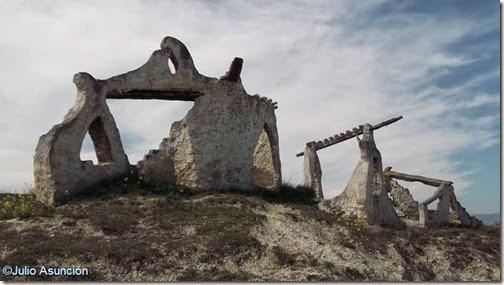 Monumento a la Batalla de Noáin - Ruinas de fortalezas