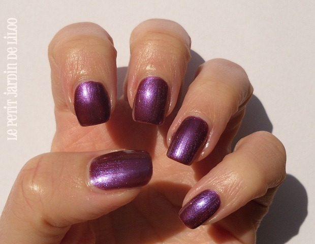 004-rimmel-metal-rush-purple-reign-rain-nail-polish-review-swatch