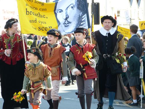 Участники парада на день рождения Шекспира - 2013