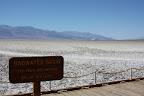Le lac salé de Bad Water, 85,5 mètres sous le niveau de la mer, 48 degrés à l'ombre, mais aucune ombre dans un rayon de 50 km.