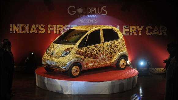 Indian-Car-Maker-Tata-Unveils-Gold-plated-Nano_05