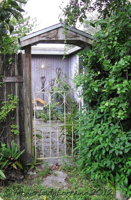 09-25-driveway-gate