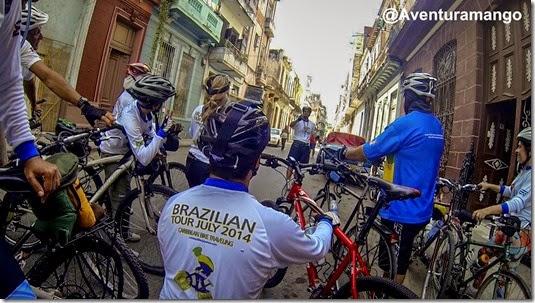Grupo se preparando para iniciar o pedal em Havana