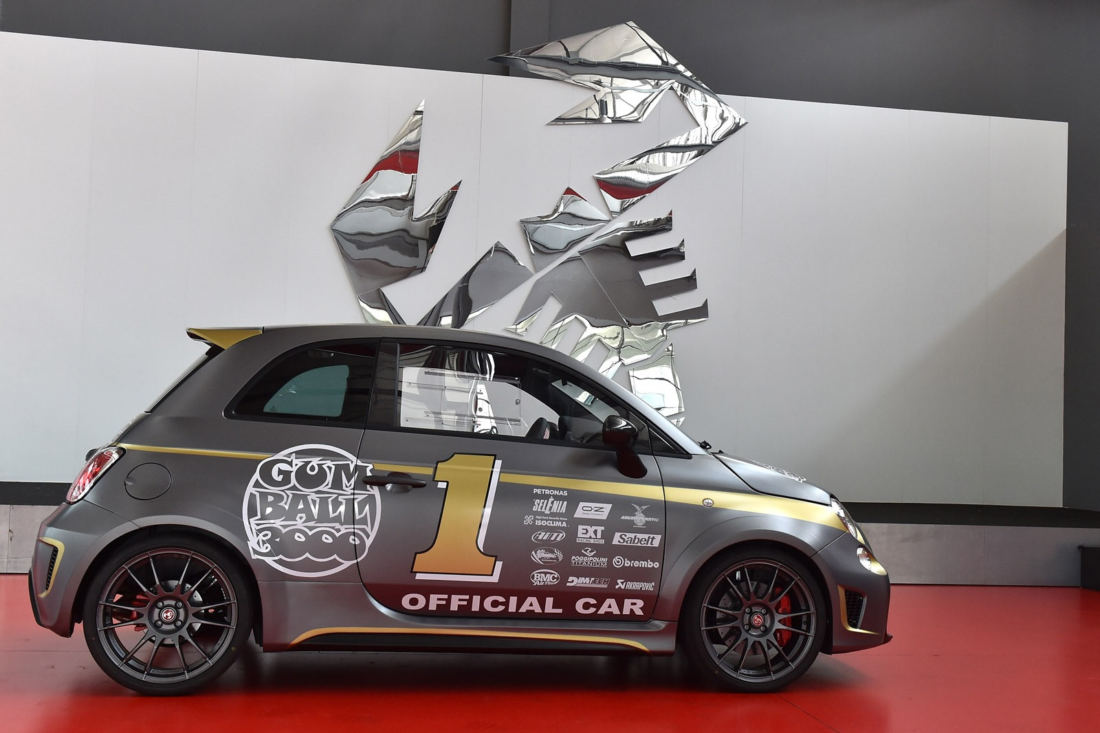 [Fiat] 500 Abarth - Page 13 Abarth-695-Biposto-Gumball-official-car-2%25255B4%25255D