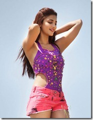 Shruthi Haasan hot in Balupu