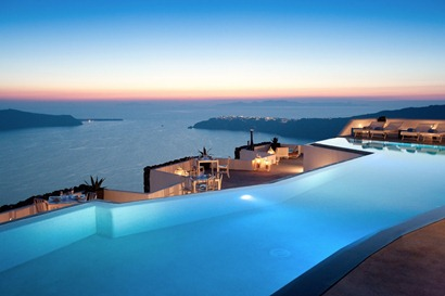 satorini-pool-and-ocean-at-sunset