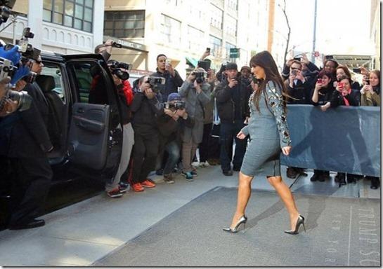 kim-kardashian-preggo-7