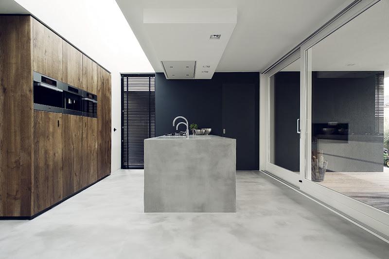 Keuken met witte en eiken fronten