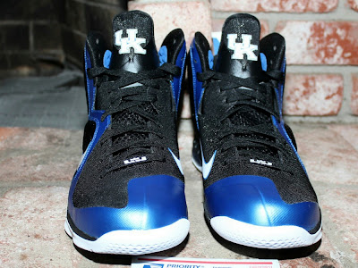 nike lebron 9 pe kentucky wildcats away 2 00 The Collection: Kentucky Wildats PEs with LeBron 9 Away Edition