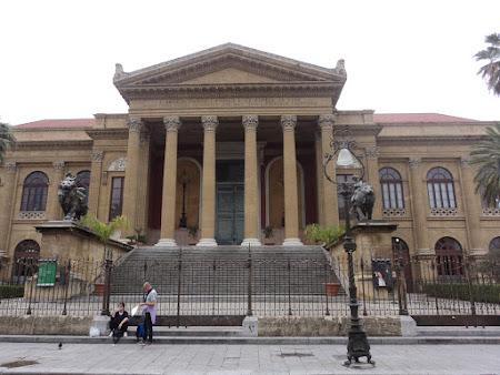 Imagini Italia: Palermo - Scarile teatrului unde a fost impuscat Michael Corleone