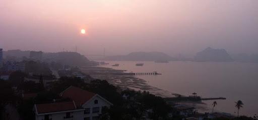Рассвет над заливом Ха Лон