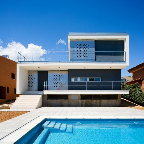 Casa ch v fachada moderna aguilera guerrero for Arquitectura contemporanea casas