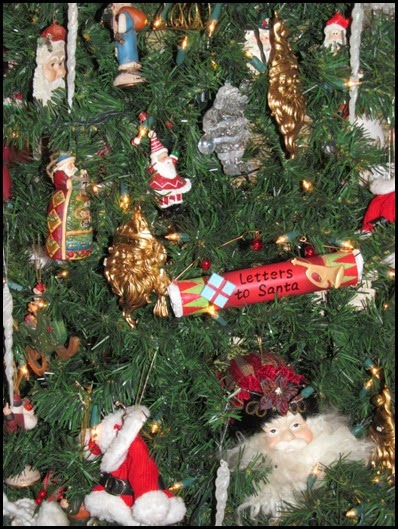tree_closeup_santa