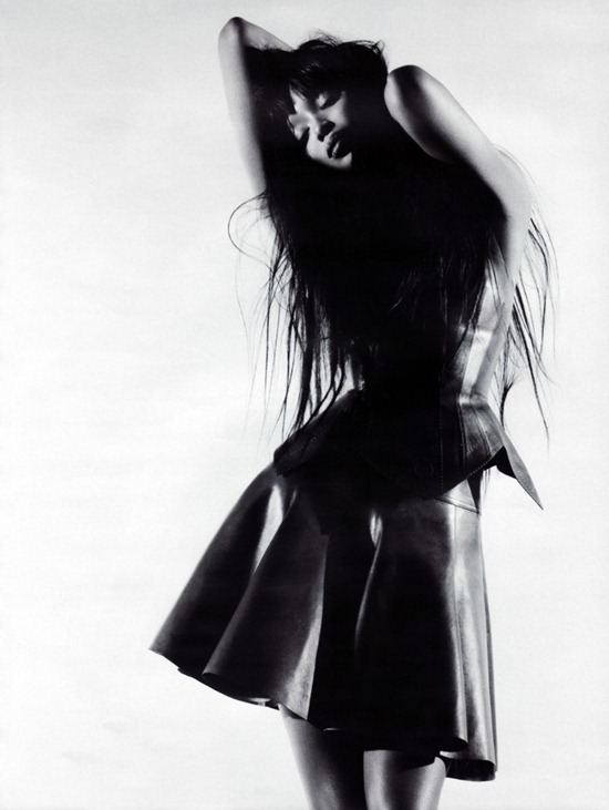 azzedine-alaia-vogue-russia-2010-naomi-campbell