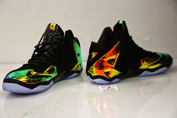 Take a Closer Look at King8217s Crown LeBron 11 EXT