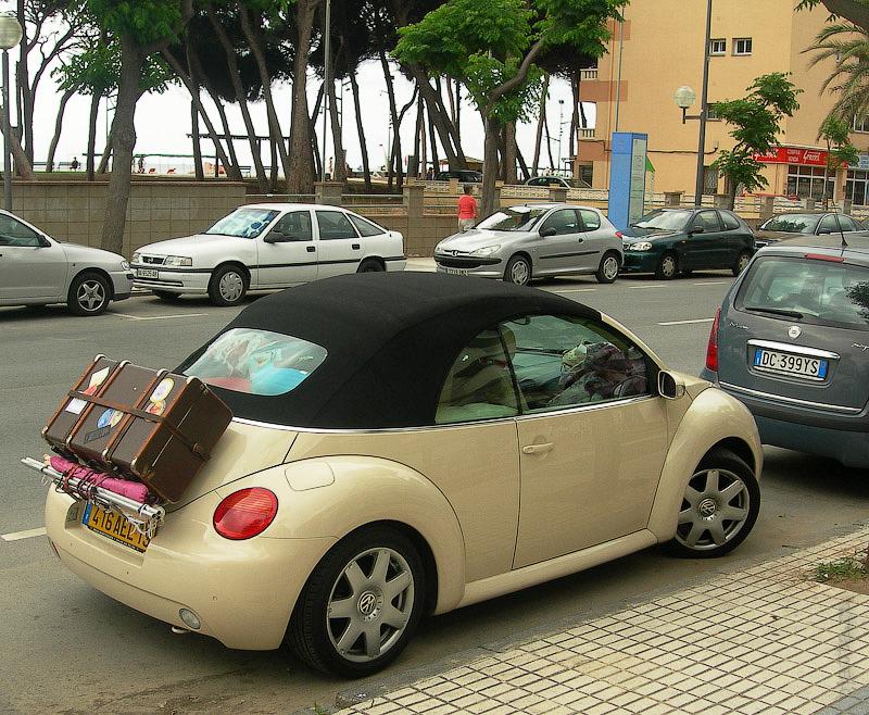 Hotel Terramarina (ex. Carabela Roc). La Pineda. Costa Dorada. Spain. Отдыхающие зачастую прибывают к морю, на очень своеобразных машинках.