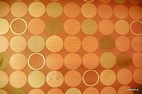 Ekskluzywna trudnopalna tkanina w kółka. Na zasłony, poduszki, narzuty, dekoracje. Brzoskwiniowa, pomarańczowa.