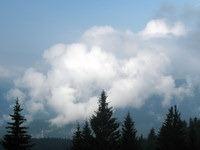 Igra oblakov na nebu