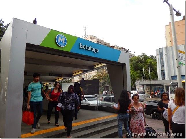 Entrada e saída da Estação de Metrô Botafogo