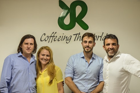 Andrea Montermini, Jaime Camonera, Andrea Mascetti, acompañados por Alessandra Taurchini, Gerente de Mercadeo, Publicidad y Ventas de Dist. Giorgio