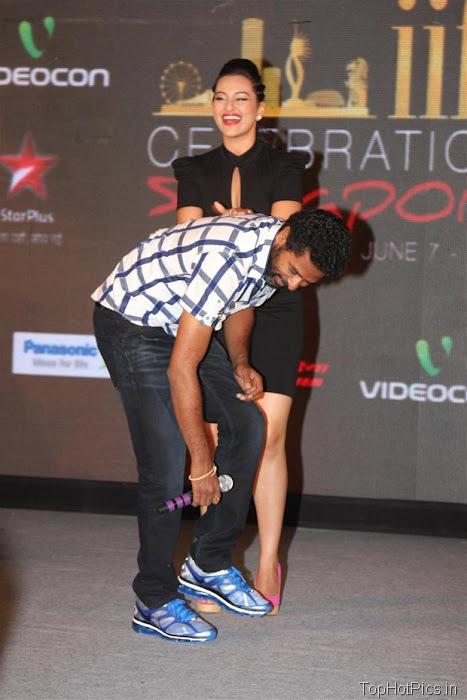 Sonakshi Sinha Hot in Black Short Dress Pics 6