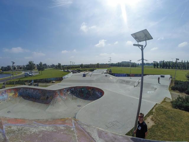 Overzicht skateboardpark de Canyon in Zutphen. Street, pool met cradle.