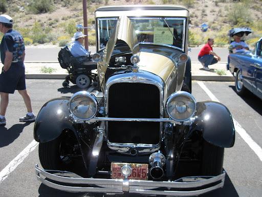 1928 Studebaker Dictator (resto-rod) - front