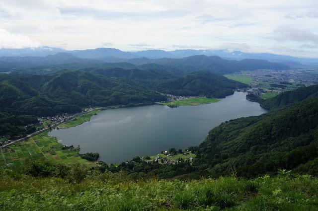 高いところから望む木崎湖。すばらしい