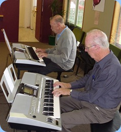 Peter Brophy (foreground) on his Yamaha PSR-910 accompanying Colin Crann on his PSR-710.