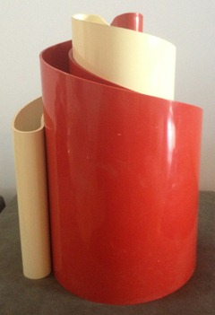 white and red Deda vases by Giotto Stoppino