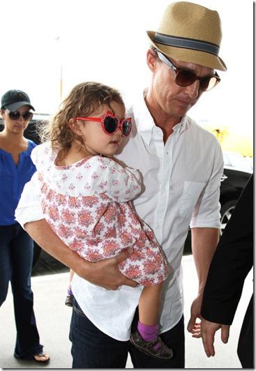 Camila Alves Matthew McConaughey Departs LAX o5piwj5R46Ol
