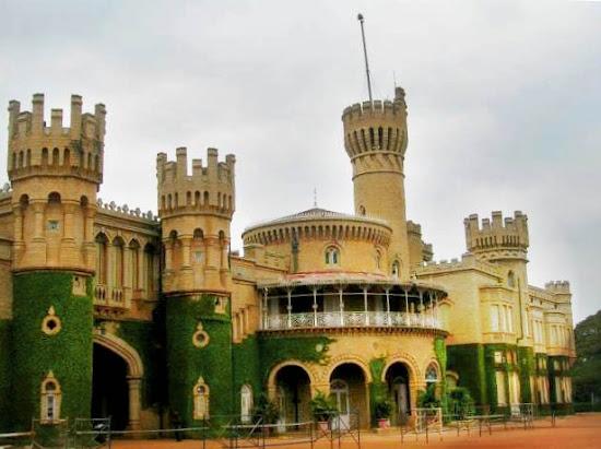 Guttahalli palace Bangalore palace bangaluru.jpg