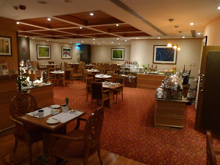 Cazare Dubai: mic dejun Golden Inn