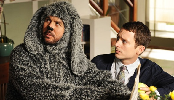 WILFRED: Episode 1: Letting Go (Airs June 28, 10:00 pm e/p). L-R: Wilfred and Elijah Wood. CR: FOX.