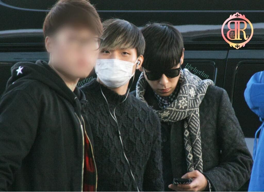 Big Bang - Incheon Airport - 06dec2013 - Fan - BB Rhythm - 01.jpg
