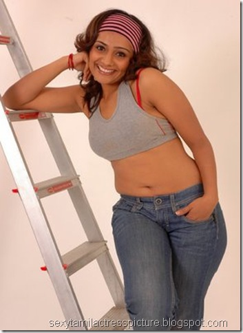 meera_vasudevan_in_thigh_jean_stills