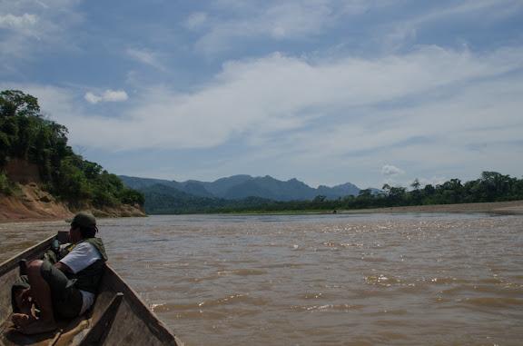 Retour vers Rurrenabaque sur le Rio Beni : la chaine du Bala (Beni, Bolivie). 31 octobre 2012. Photo : C. Basset