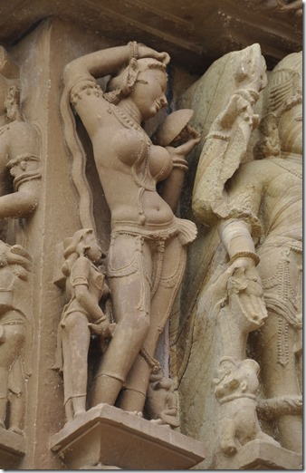 kajuraho 039 lakshmana temple nymphe au miroir