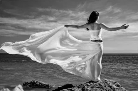 woman_and_sea_beach_mb_bs_5451171