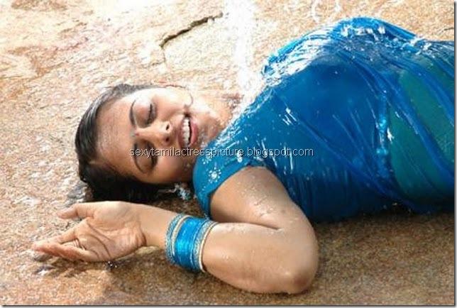 Sindhu_Menon_hot_Wet_saree_01