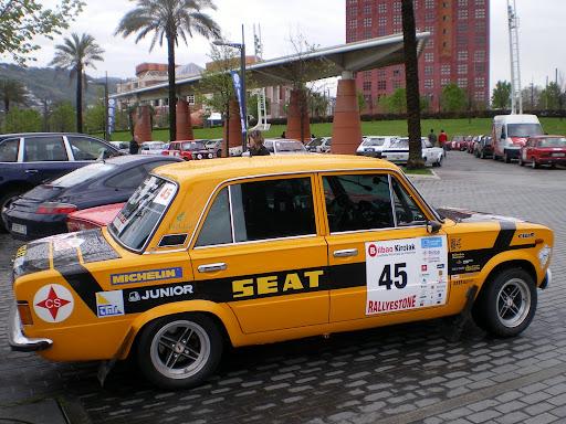Rally en Bilbao - Seat 124 en