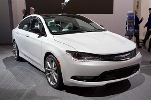Chrysler200-15