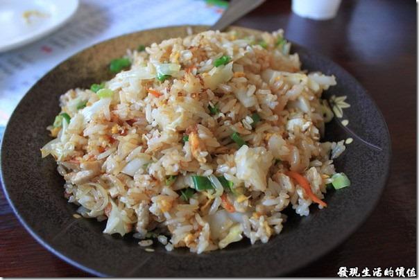 寶來-山之戀風味餐廳。炒飯,NTD50,還沒端上桌,遠遠就可以聞到它的香味,讓人食指大動,我們一連叫了兩盤。