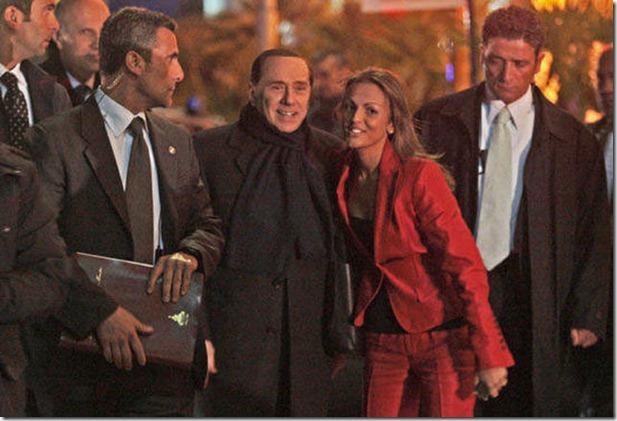 L'auto di Francesca Pascale vista entrare di notte a Palazzo Grazioli
