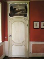 porta laccata antica riprodotta su modello seicentesco