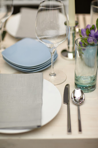 We love the soft hint of color with the glasses and the plates.