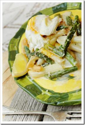 Szparagi duszone w maśle z jajkiem