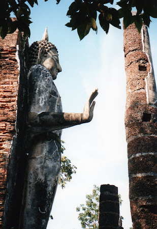 Obiective turistice Sukhothai: statuie Buddha