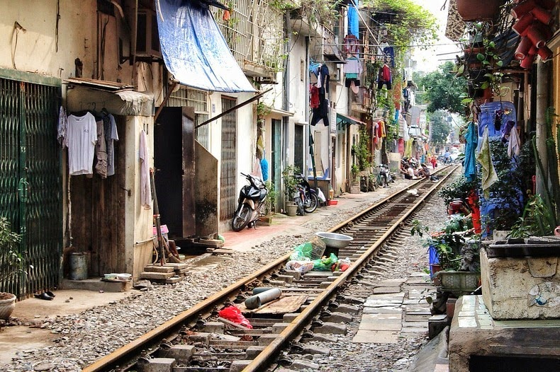hanoi-train-track-1